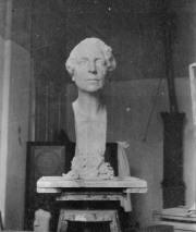 Skulptur av Gladys Heyman.